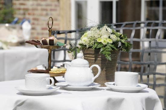 Salons Waerboom : Thee in de tuin