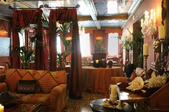 هوتل متروبول: Main lounge