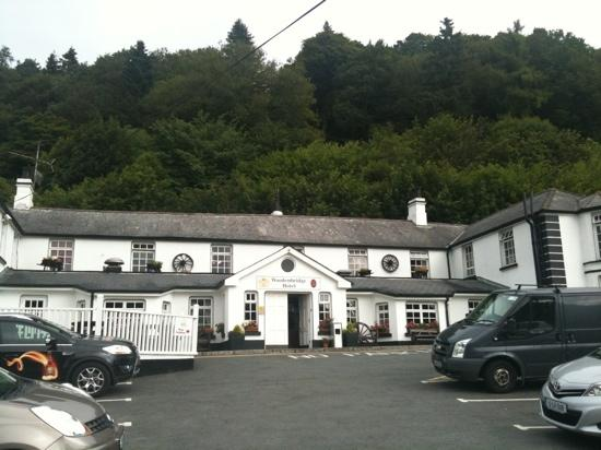 Woodenbridge Hotel & Lodge: hotel entrance