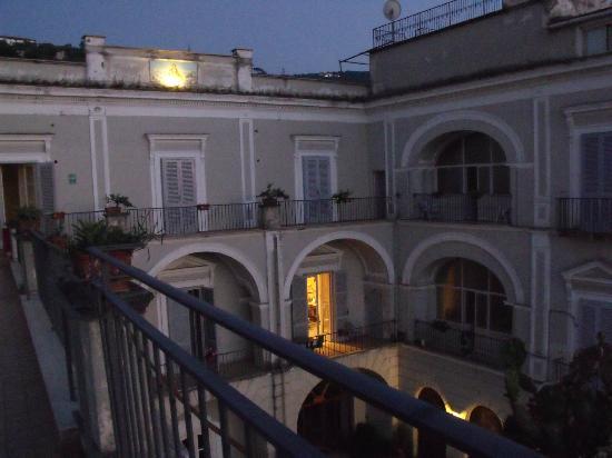 La Culla: courtyard