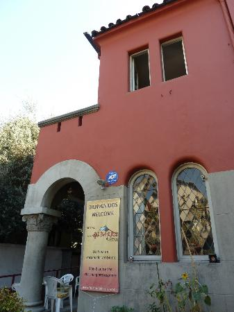 Hostal del Barrio: Outside the hostel