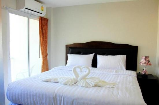 DDC House: double bed