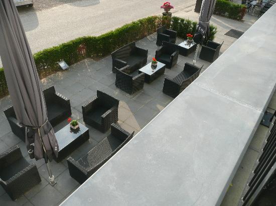 Saillant Hotel Gulpenerland: Terrace from balcony of my room