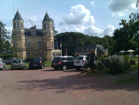Hotel La Ferriere: View of the hotel from the car park