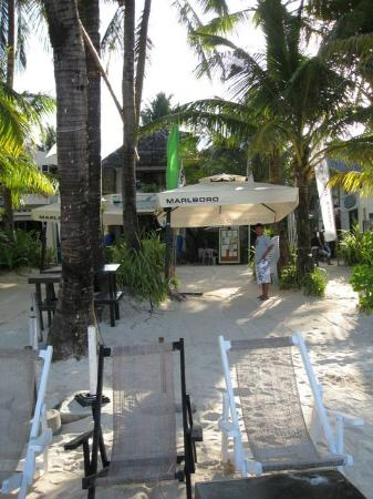 Boracay Beach Resort: beachfront 2