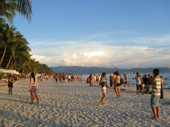 ‪‪Boracay Beach Resort‬: beachfront 3‬
