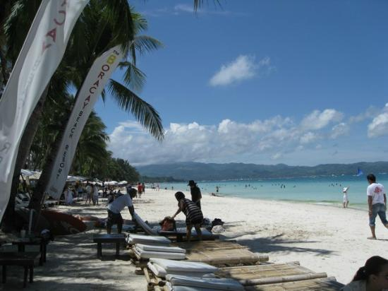 Boracay Beach Resort: beachfront 4
