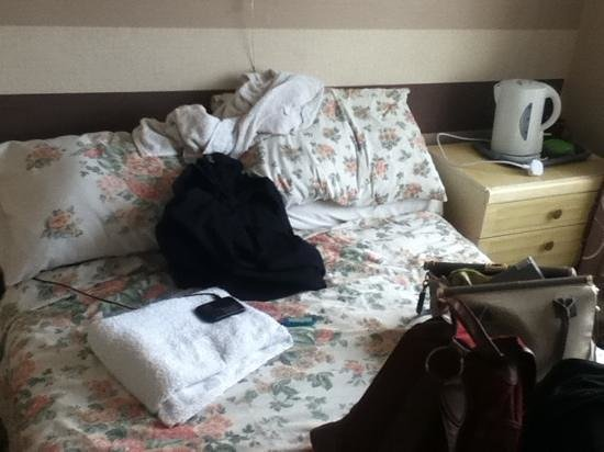 Winterbourne Hotel:                   bed :|