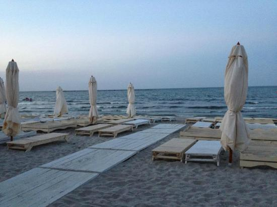 Mamaia Beach: the beach in the morning