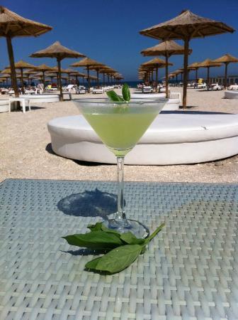 Mamaia Beach: a cocktail on the beach