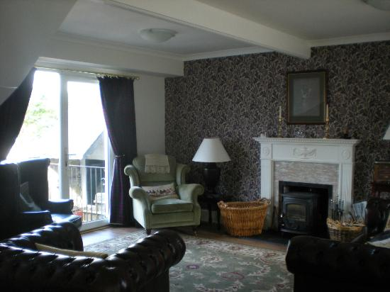 Hollyburn House Bed and Breakfast: guest's living room