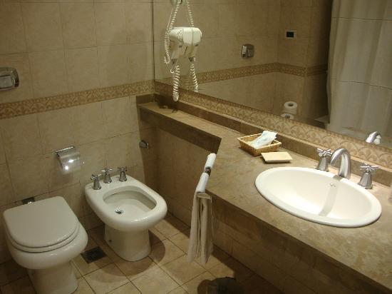 Howard Johnson Hotel Rio Ceballos: baño