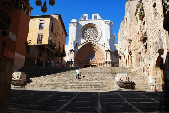 Casa Castellarnau: Church in Old City Tarragona