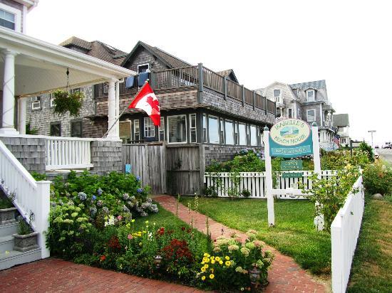 إيزابيلز بيتش هاوس: The front of Isabelle's beach House 