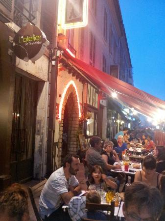 Taste Croute: Terrasse du restaurant et entrée.
