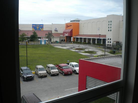 Hotel HEX : View Of The Shopping Mall From The Window