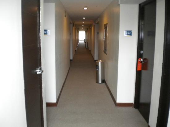 هوتل هكس: Hallway 