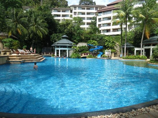 Diamond Cliff Resort and Spa: Main pool with swim-up bar