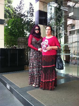 Majestic Grande Hotel: Мы с дочкой возле отеля