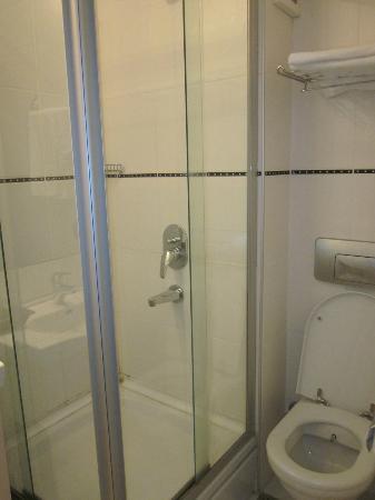 Degirmen Hotel: Bath tube.