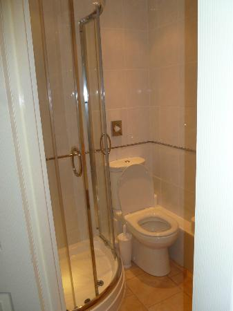 Seafield Guest House: Spotless bathroom