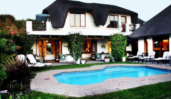 Milkwood Country Cottage Pool area