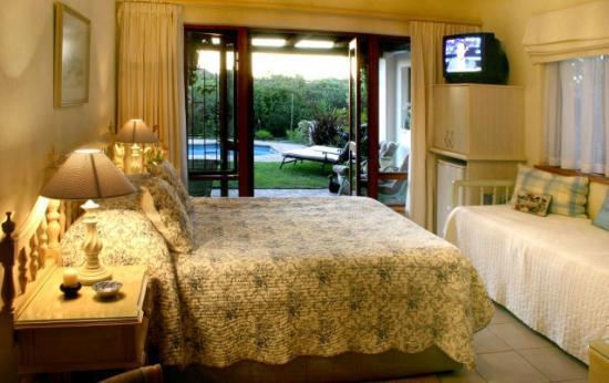 Milkwood Country Cottage : Luxury Bedroom