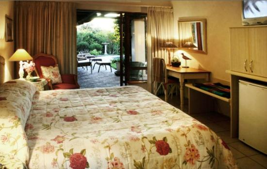 Milkwood Country Cottage : Luxury Bedroom