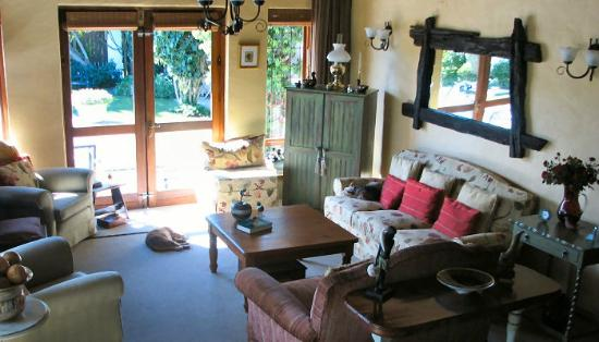 Milkwood Country Cottage : Lounge Area
