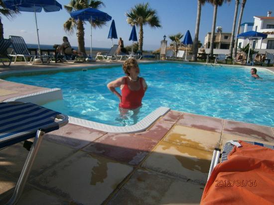 Sun Camero Beach Apartments: Piscina