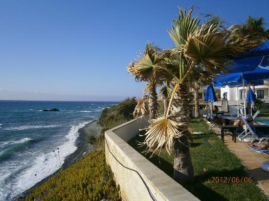 Sun Camero Beach Apartments: vista spiaggia e giardino