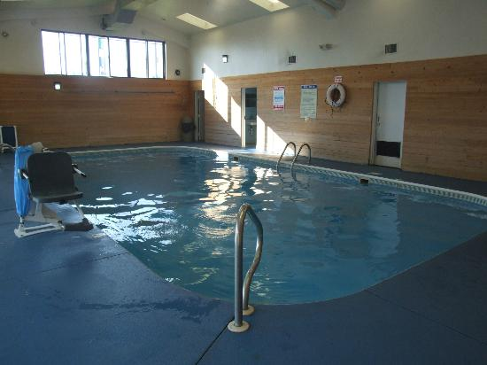 Days Inn Princeton : The clean and refreshing pool is the perfect place to take the plunge.