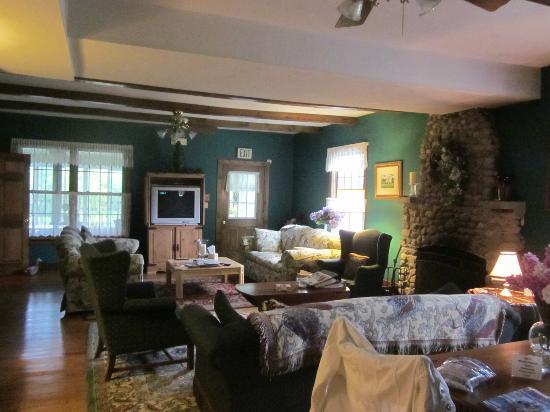SunnySide Tower Bed & Breakfast Inn: Gathering room