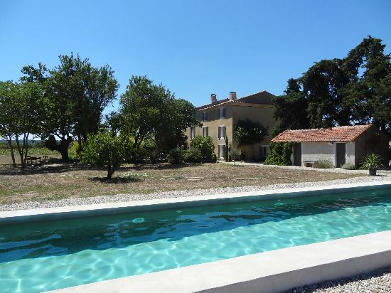 Bastide de Lestagnau : View to the house from the swimming pool
