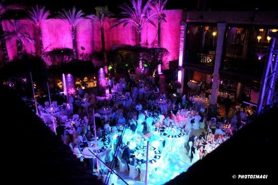 Olivia Valere Babilonia: Restaurante Babilonia, Único y Majestuoso
