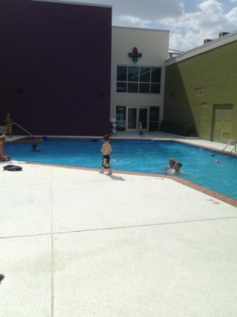 Ramada Plaza Springfield Hotel and Oasis Convention Center: outdoor saltwater pool
