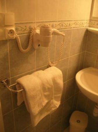 Hotel Ocean : Salles de bain équipées de sèche-cheveux