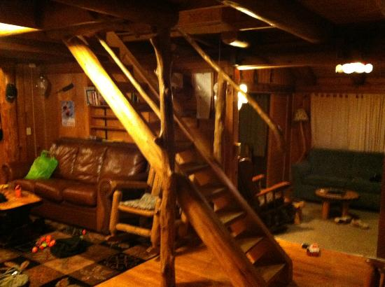Josselyn's Getaway Log Cabins: Livingroom stairs to 2nd floor bedrooms