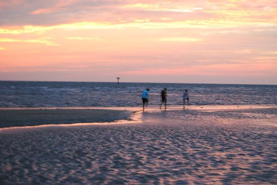 Cape Charles Beach: Talking and evening stroll
