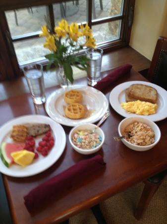 Tivoli Lodge: breakfast