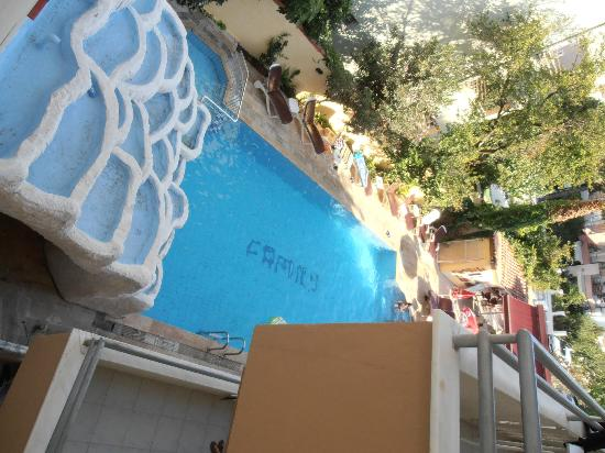 Family Apartments: Pool grom a coridor