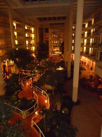 Embassy Suites by Hilton Parsippany: Hotel interior at night