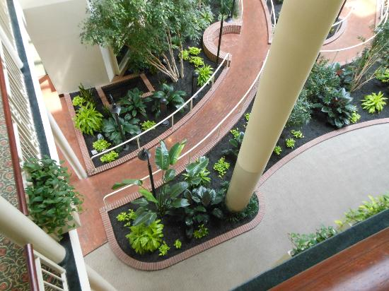 Embassy Suites by Hilton Parsippany: View down to lobby from our room, inside