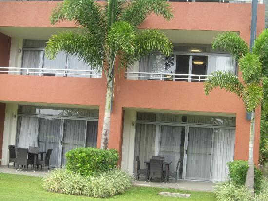The Sebel Palm Cove Coral Coast : Apartment view from golf course