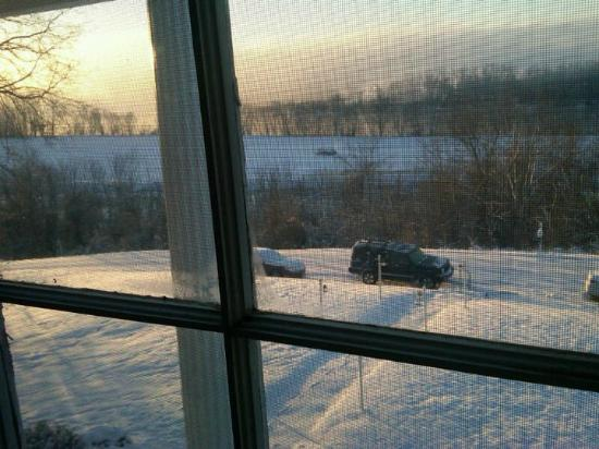 Lylewood Inn Bed & Breakfast: Cumberland River with as much snow as they ever see