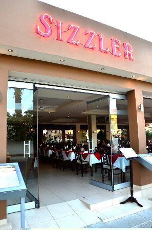 Pernera, Chipre: Sizzler's steak and Flambe house, Cyprus protaras