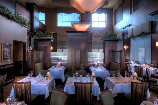 Ruth's Chris Steak House : The main Dinning area Ruth's Chris Southpark