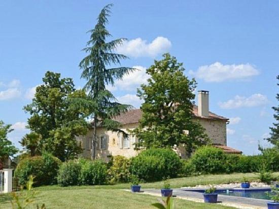 Domaine des Faures: Les Faures sits in 100 acres