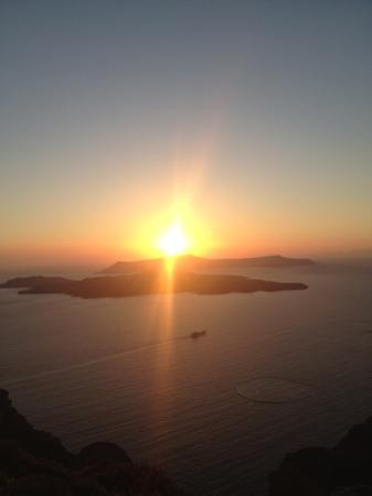 Levante Beach Hotel: santorini sunset