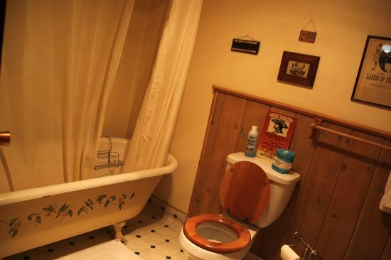 Dawson House Lodge: Bathroom